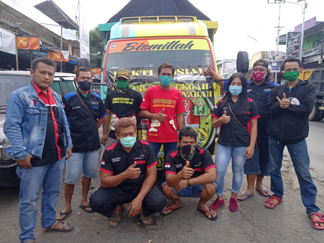 Komunitas Truk Kediri Area Kembali Turun ke Jalan Membagikan Masker