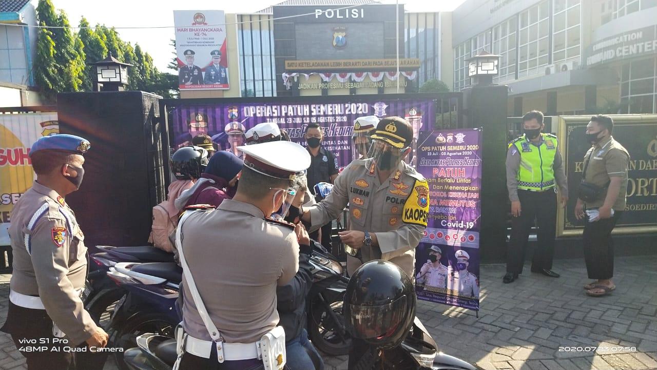 Polres Kediri Melaksanakan Apel Gelar Pasukan Operasi Patuh Semeru 2020