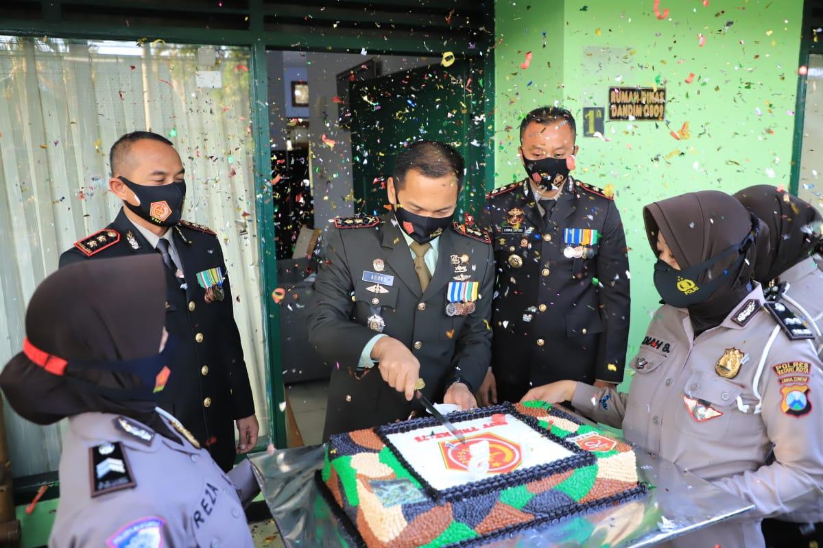 HUT TNI Ke-75 Dandim 0809 Kediri Dapat Kejutan dari Kapolres dan Kapolresta Kediri