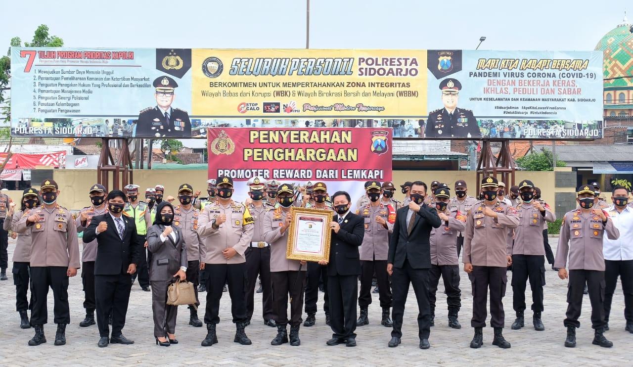 Totalitas Tangani Covid-19 Polresta Sidoarjo Raih Promoter Reward Dari Lemkapi