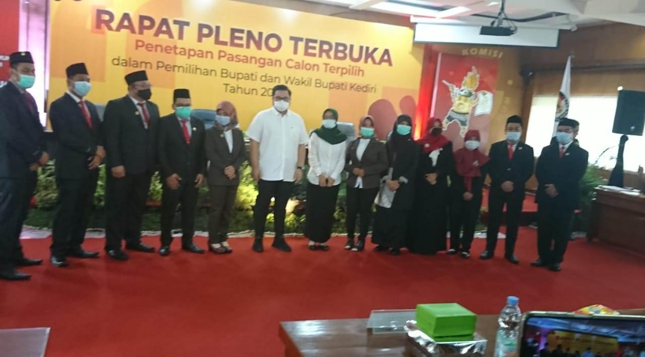 KPU Kabupaten Kediri Gelar Rapat Pleno Penetapan Bupati dan Wakil Bupati Terpilih
