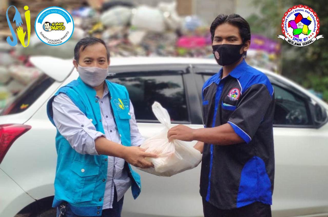 IPOK87 Berkolaborasi Dengan SDWF Bagikan Paket Sembako Untuk Warga Pra Sejahtera