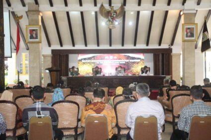Wakil Bupati Malang Bersama Forkopimda Melaksanakan Rapat Koordinasi Percepatan Vaksin